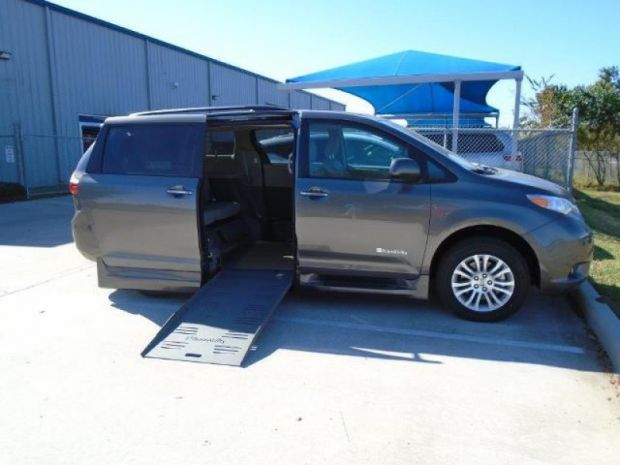 photo of 2016 Toyota Sienna Xle Braunability Entervan Xt Braunability