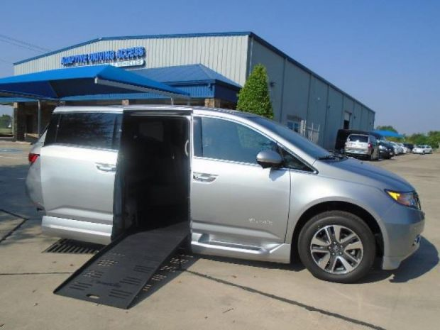 photo of 2016 Honda Odyssey Touring Braunability Honda Entervan Braunability