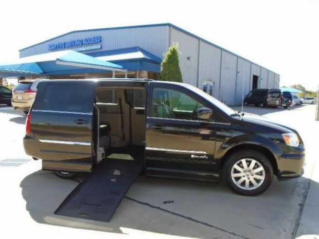 photo of 2014 Chrysler Town & Country Touring Braunability Companionvan Se Braunability
