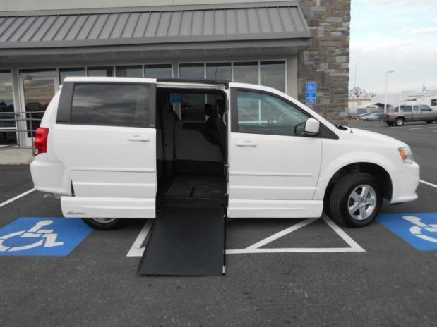 photo of 2013 Dodge Grand Caravan Passenger Sxt Minivan 4d