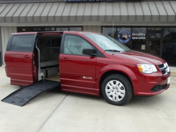 photo of 2015 Dodge Grand Caravan Passenger Sxt Minivan 4d Aero Mobility