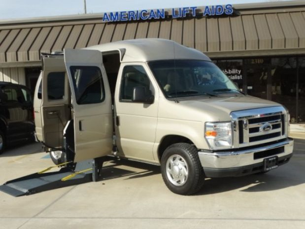 photo of 2010 Ford E350 Super Duty Passenger Xlt Van 3d Aero Mobility