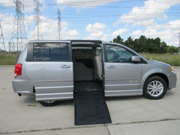 photo of 2016 Dodge Grand Caravan Sxt Braun Companionvan Plus Braunability