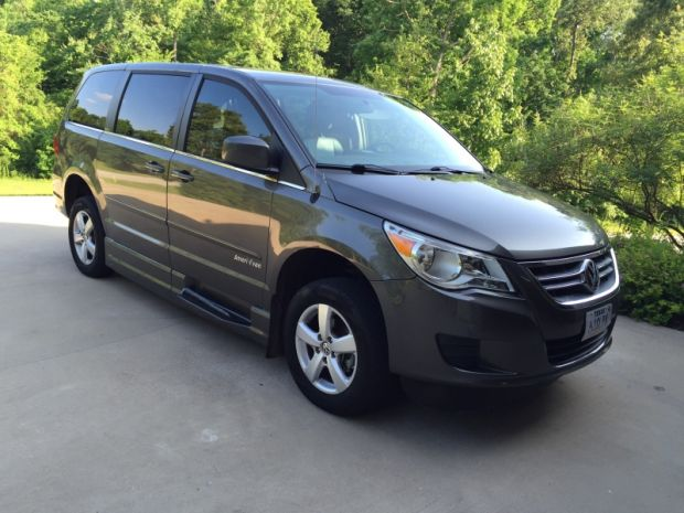 2010 Volkswagen Routan Se  Eldorado National