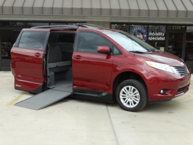 photo of 2014 Toyota Sienna Xle Minivan 4d Adaptive Mobility Systems