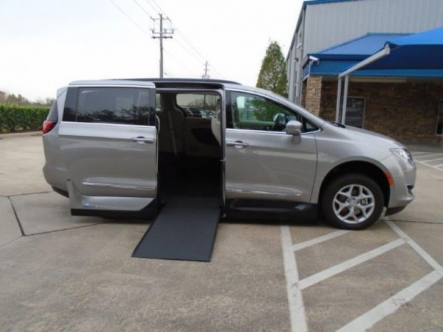 photo of 2017 Chrysler Pacifica Touring-l Vmi Northstar (infloor) Vmi
