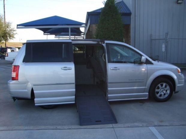 2010  Chrysler  Town & Country Touring  Braunability Entervan  Mini Van