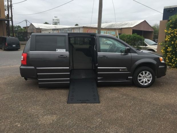 photo of 2016 Chrysler Town & Country Touring Braunability Xi Braunability