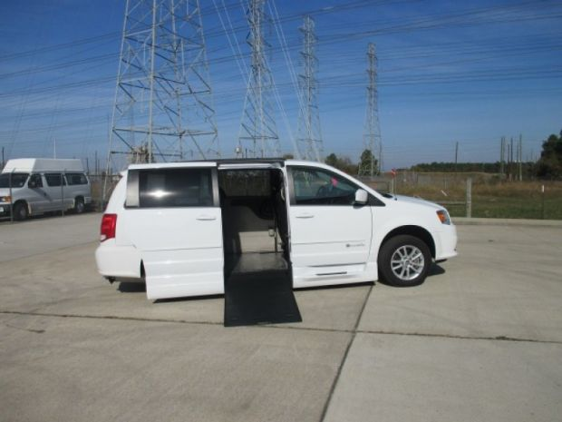 photo of 2016 Dodge Grand Caravan Sxt Braunability Xi Braunability