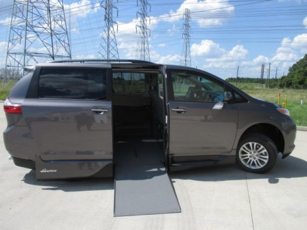 photo of 2016 Toyota Sienna Xle Vmi Northstar (infloor) Vmi