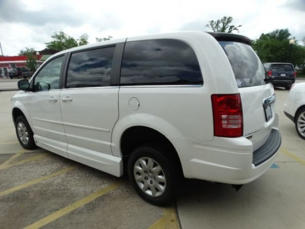 for sale texas beaumont 2010 very good clock conversions chrysler town country mobility van. Black Bedroom Furniture Sets. Home Design Ideas