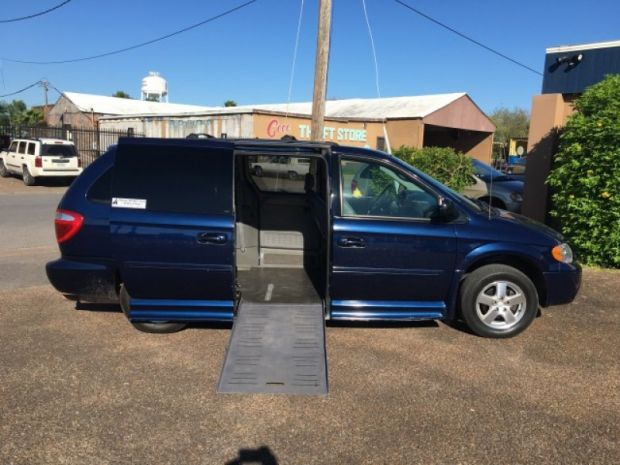 photo of 2005 Dodge Grand Caravan Sxt Braunability Entervan Braunability
