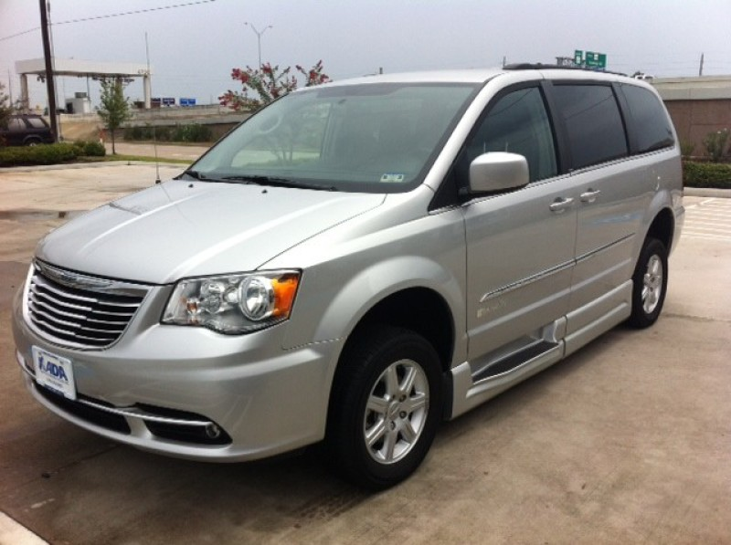 Town And Country Toyota >> Reviewing Chrysler Wheelchair Vans From Texas Mobility Dealers | Wheelchair Vans Texas.com