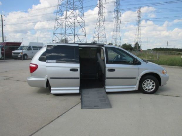 photo of 2004 Dodge Grand Caravan Se Braunability Entervan Braunability