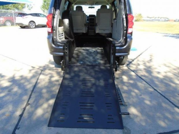 photo of 2016 Dodge Grand Caravan Se Braun Ability Vision Rear-entry Braunability