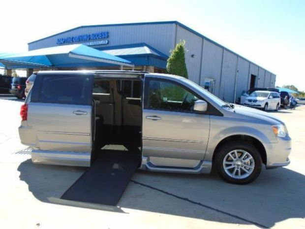 photo of 2015 Dodge Grand Caravan Sxt Vmi Northstar (infloor) Vmi
