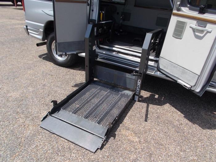wheelchair-van-lift